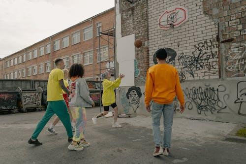 Gratis lagerfoto af at gå, barn, basketball