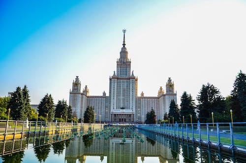 Ilmainen kuvapankkikuva tunnisteilla arkkitehtuuri, heijastus, kaupunki, linna