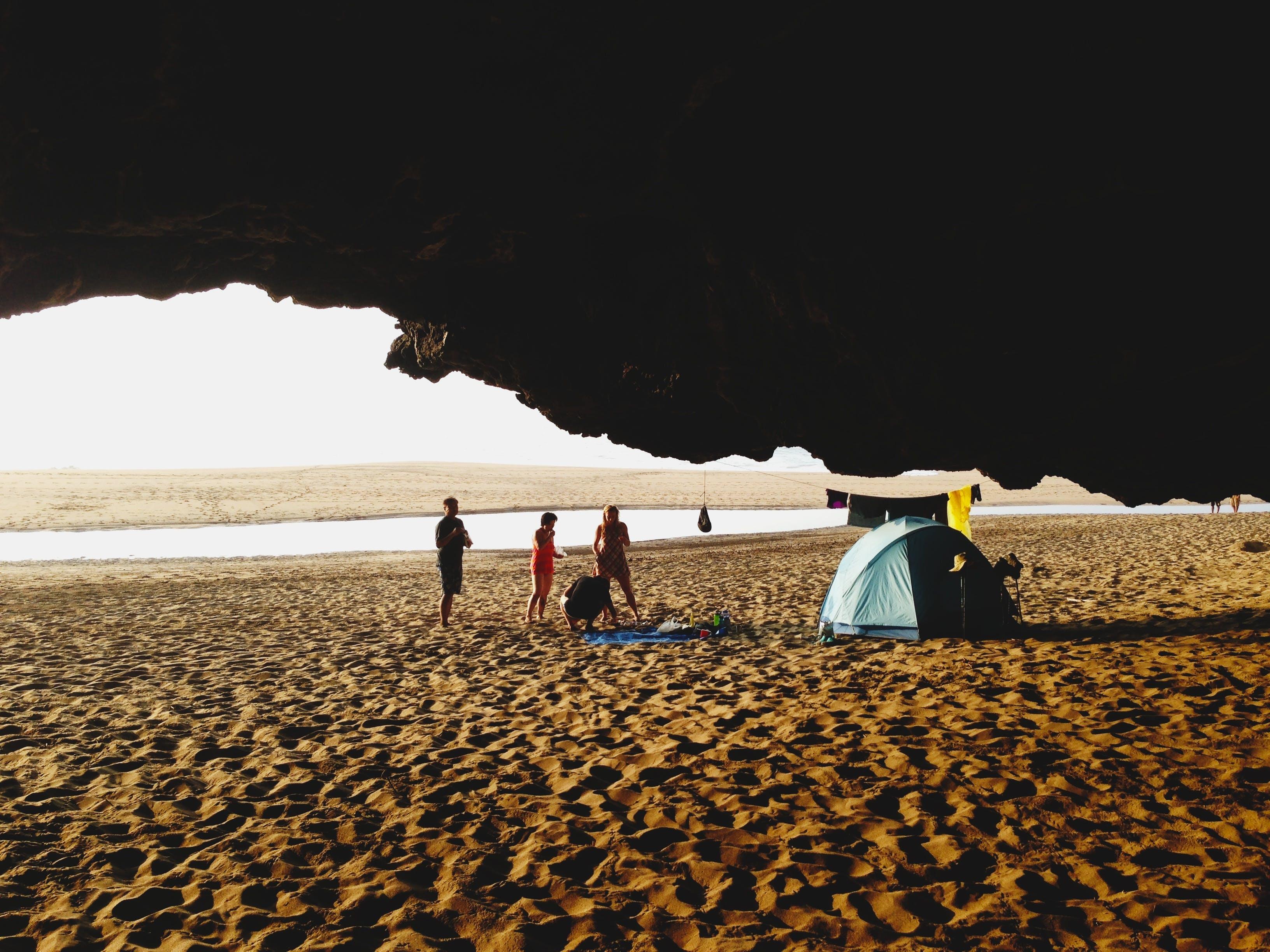 Darmowe zdjęcie z galerii z ludzie, morze, namiot, ocean