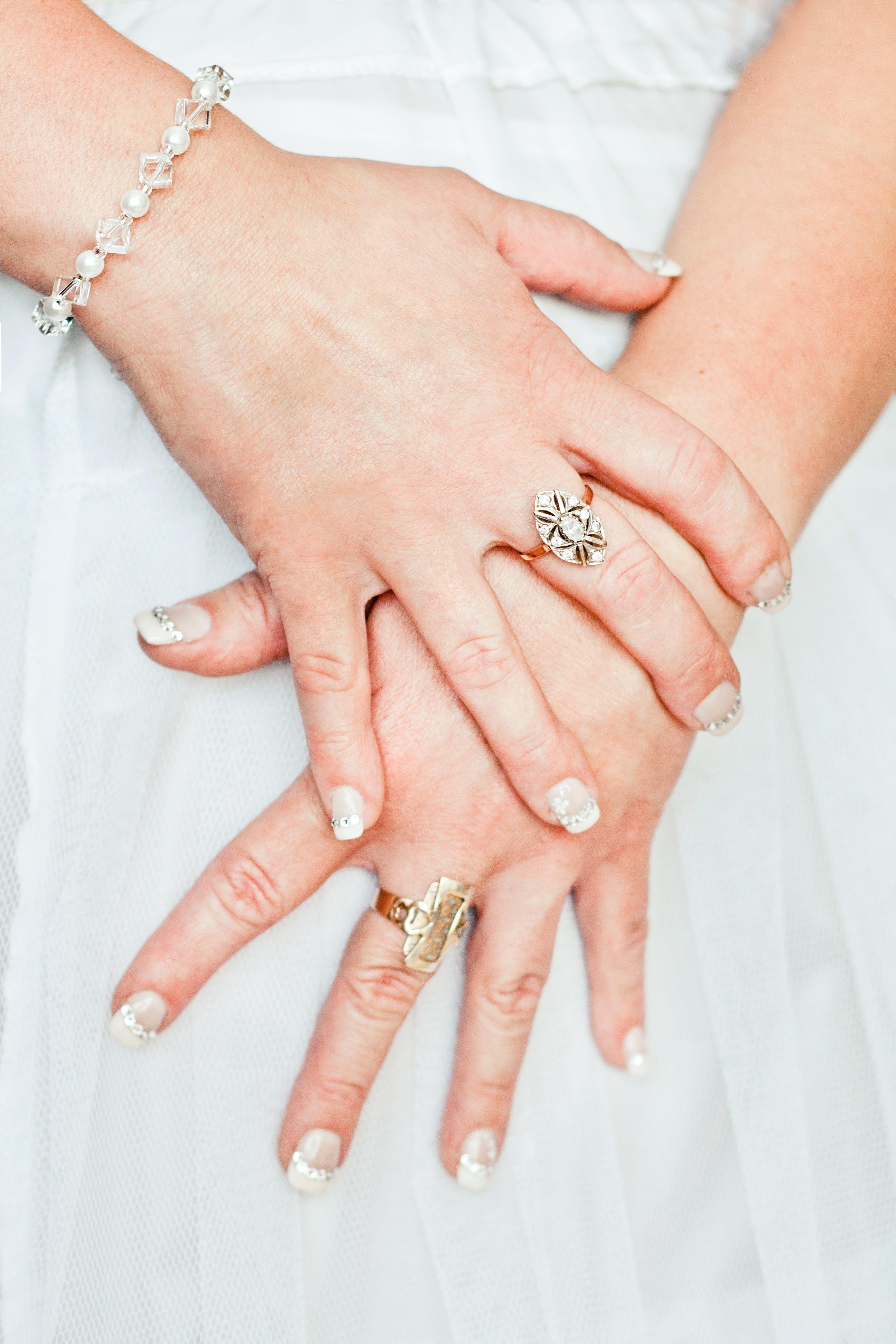 Základová fotografie zdarma na téma bílá, manželství, náramek, nevěsta