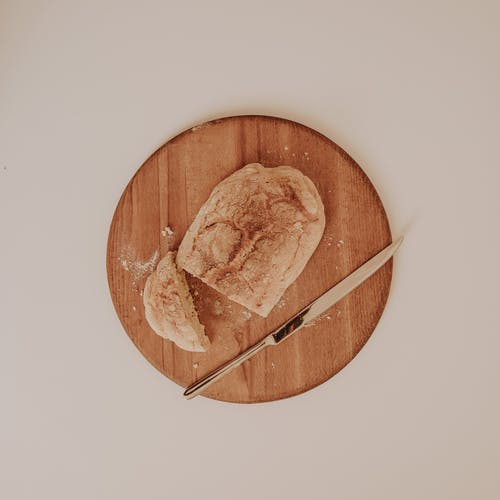 Бесплатное стоковое фото с flat lay, деревянная тарелка, завтрак