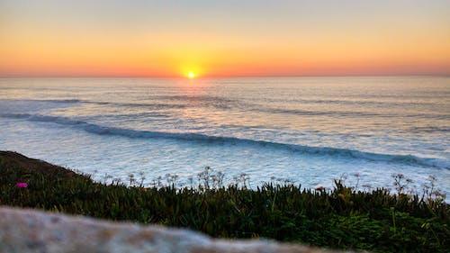 Photos gratuites de aube, bord de l'océan, bord de mer, calme