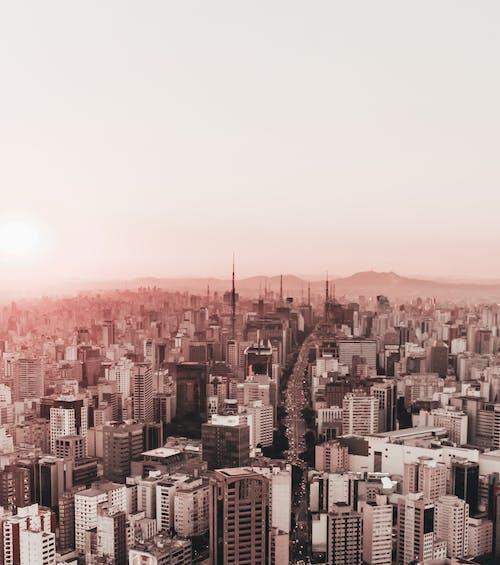 Gratis lagerfoto af by, bygninger, bylandskab, himmel