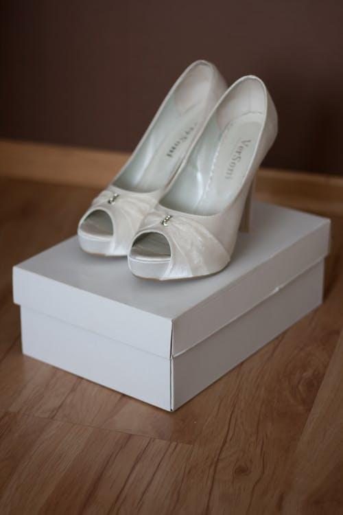 Fotobanka sbezplatnými fotkami na tému biela, higheels, svadba