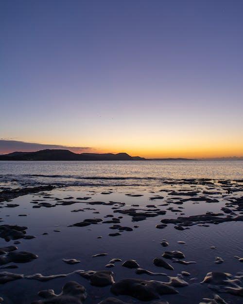 Photos gratuites de aube, bord de mer, cailloux, côte