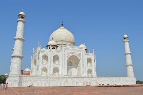 Taja Mahal under Clear Blue Sky