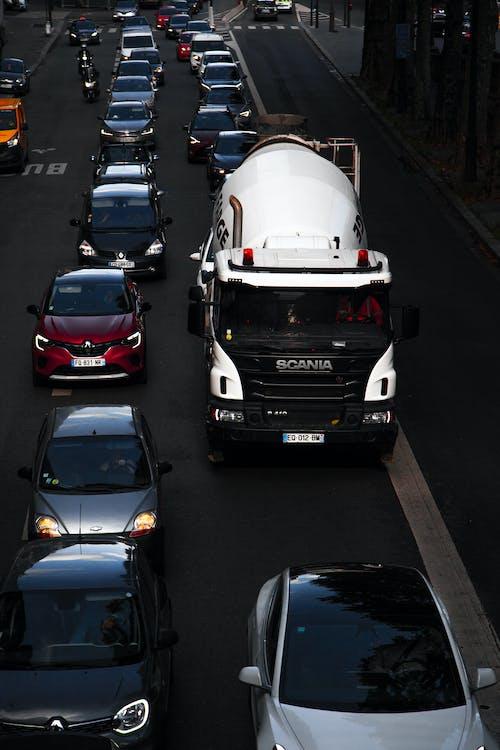 Foto d'estoc gratuïta de camió, cotxes, trànsit