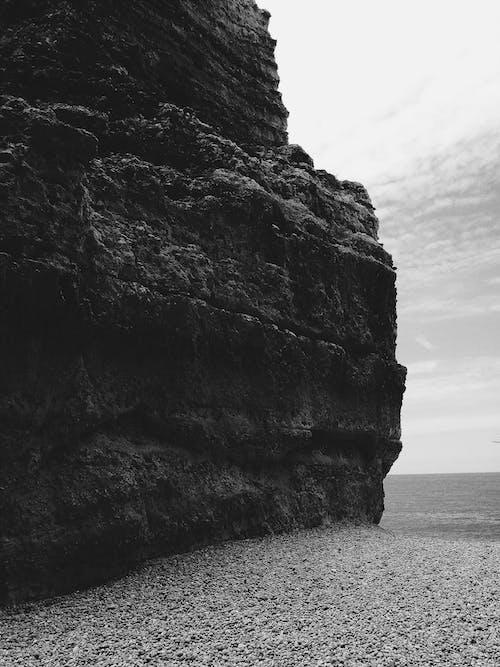 岩石, 海, 海灘, 黑與白 的 免費圖庫相片