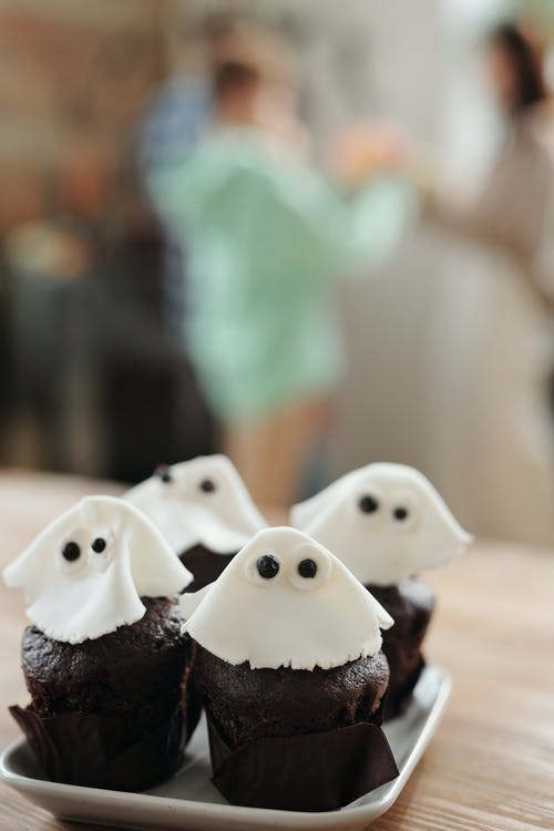 Chocolate Cupcakes With A Ghost Like Icing Design