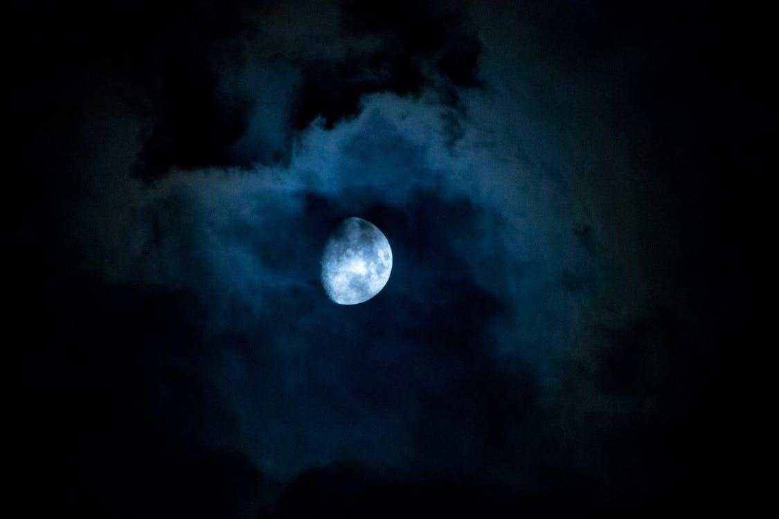 Kostenloses Stock Foto zu hälfte, mond, nacht