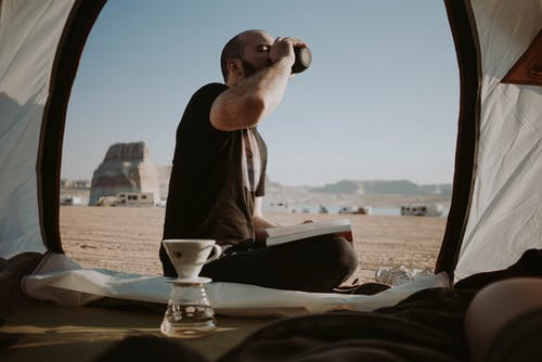 açmak, adam, araba yolculuğu, arazi içeren Ücretsiz stok fotoğraf