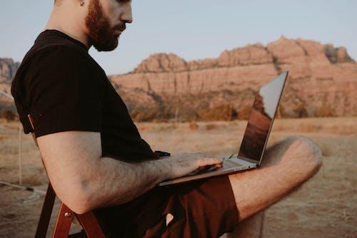 Photos gratuites de aventure, blogueur, brouiller, businessman