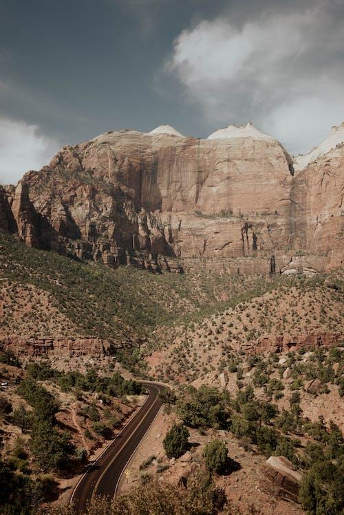 Photos gratuites de à couper le souffle, arbre, asphalte, canyon