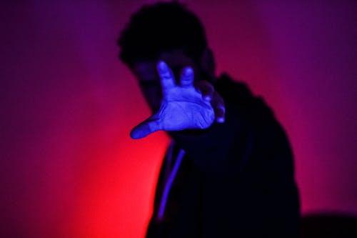 Fotos de stock gratuitas de azul, de miedo, mano, oscuro