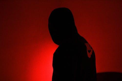 Fotos de stock gratuitas de de miedo, encapuchado, Nike, oscuro
