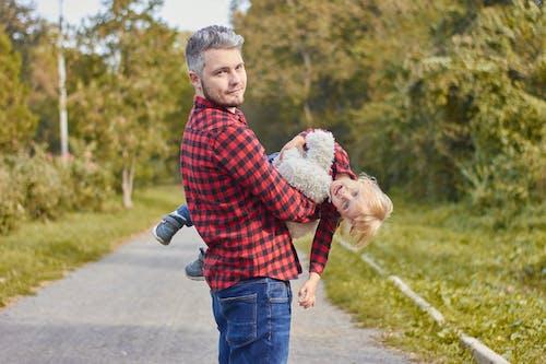Immagine gratuita di abbraccio, adolescente, adorabile, adulto