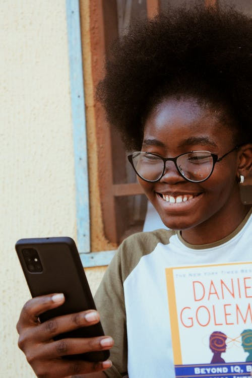 Fotos de stock gratuitas de adentro, adolescente, adulto, afro