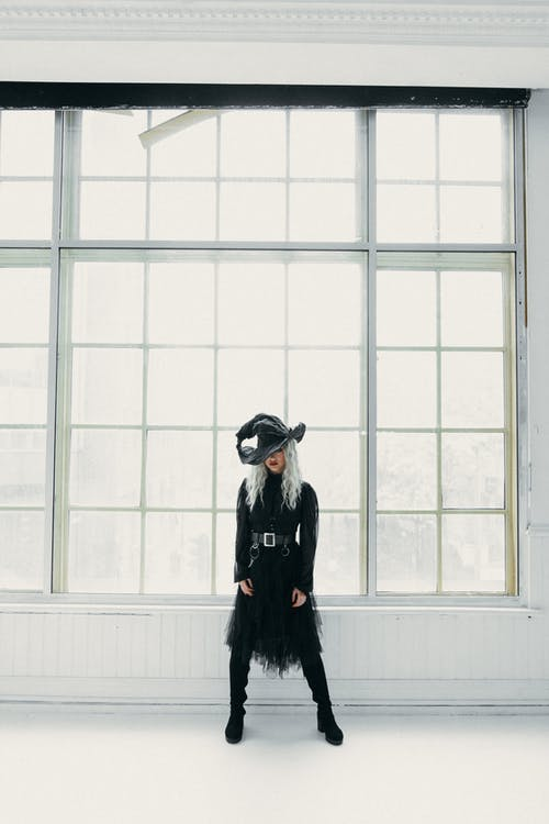 Kostenloses Stock Foto zu blond, drinnen, erwachsener, fashion