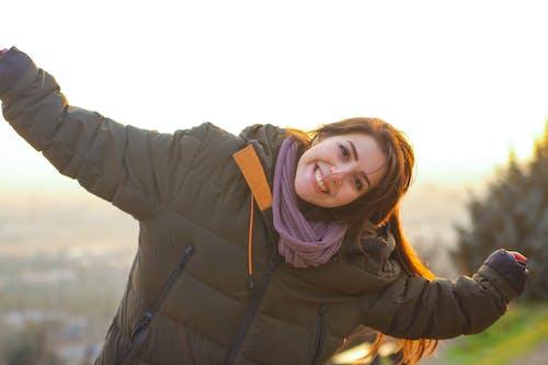 คลังภาพถ่ายฟรี ของ ตะวันสีทอง, ผู้หญิงที่น่ารัก, มีความสุข