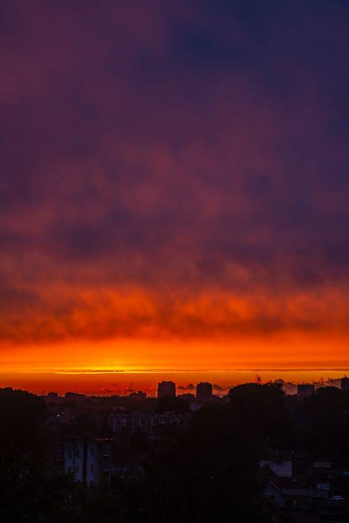 Pintoresco Cielo Al Atardecer Sobre La Ciudad