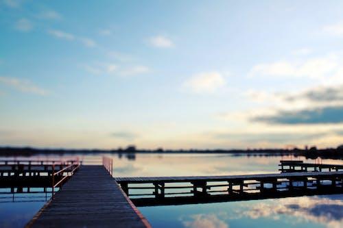 Foto stok gratis air, jembatan, kayu, langit