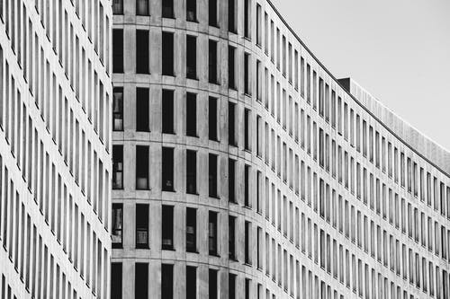 Wide building with lots of windows in daytime