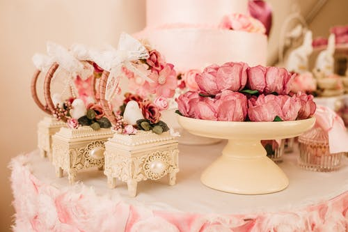 Wedding decorations with flowers and boxes