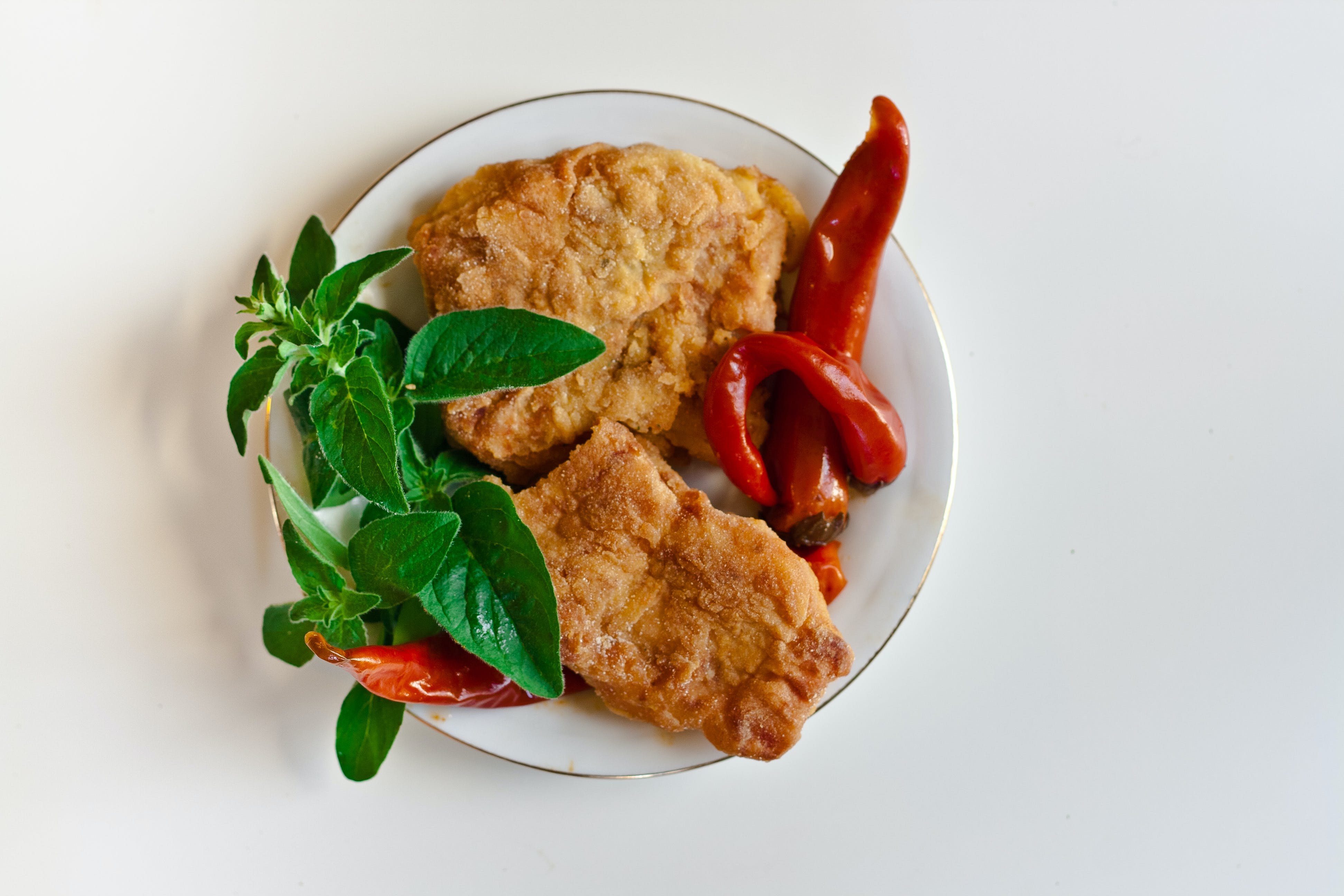 Fried fish with chili pepper and mint