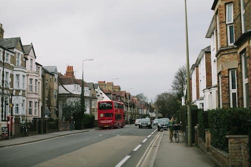 Immagine gratuita di architettura, autobus a due piani, casa, città