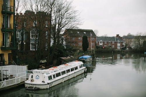 Immagine gratuita di acqua, alluvione, architettura, barca