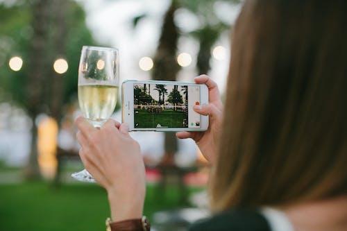Immagine gratuita di adulto, bevanda, bicchiere, celebrazione