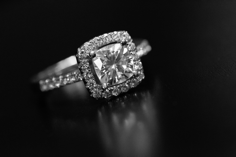 Δωρεάν στοκ φωτογραφιών με δαχτυλίδι αρραβώνων, διαμάντι, φωτοστέφανος