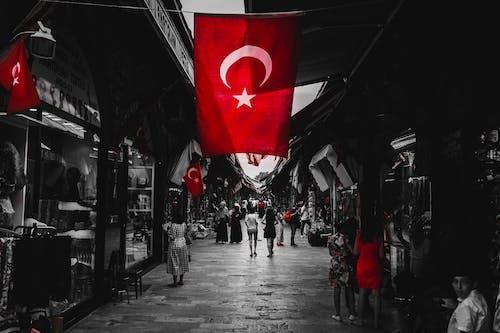 Foto stok gratis bendera turki, dakr, estetis, fotografi jalanan