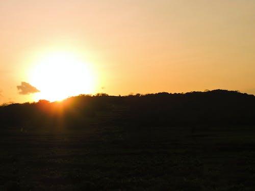 Kostnadsfri bild av vacker solnedgång