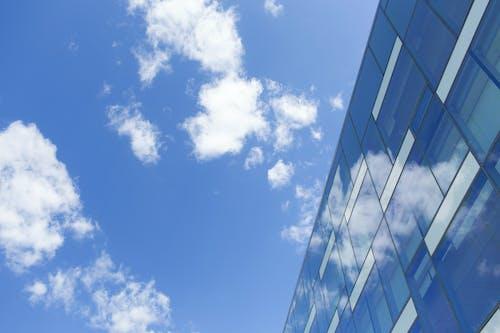 Kostenloses Stock Foto zu architektur, bewölkt, blauer himmel, fassade