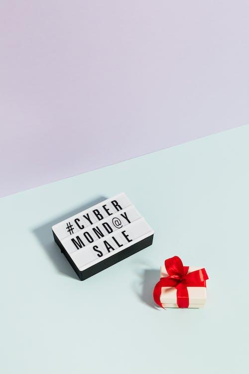 Kostenloses Stock Foto zu bogen, box, cyber montag