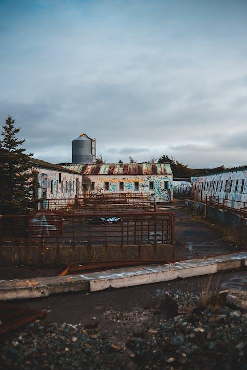 Fotos de stock gratuitas de abandonado, acero, afuera