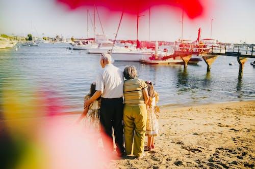 Foto profissional grátis de adultos, água, amor, ao ar livre