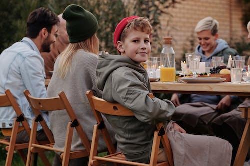 Foto stok gratis acara, anak, anak laki-laki, berbicara