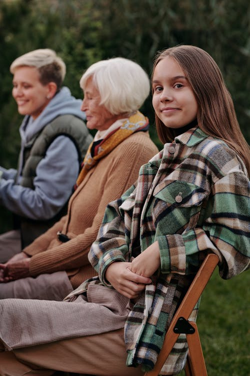 Fotos de stock gratuitas de Adolescente, al aire libre, atuendo, calentar