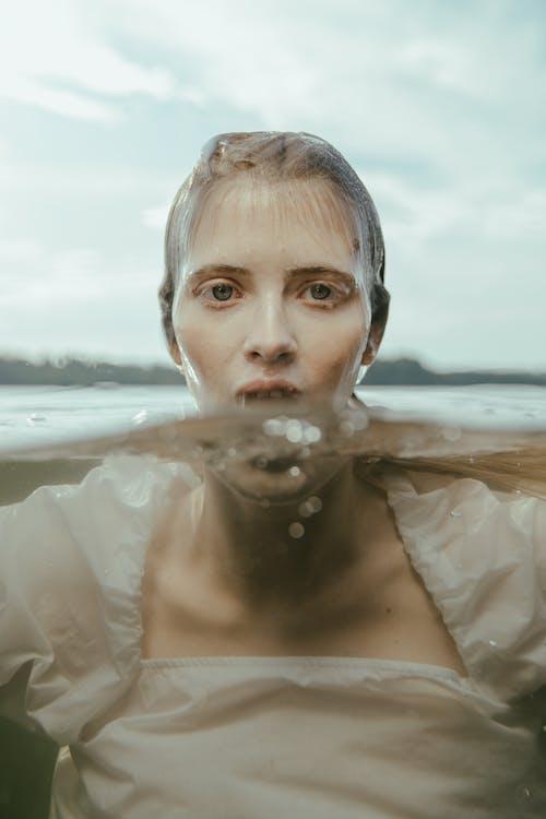 Photos gratuites de caucasien, femme, humide