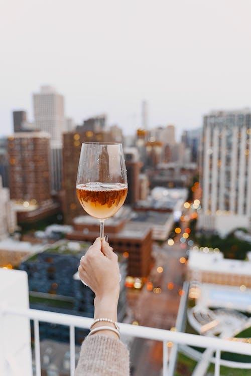 Безкоштовне стокове фото на тему «архітектура, вино, відпустка, Вулиця»