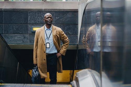 Безкоштовне стокове фото на тему «smart casual, афроамериканський чоловік, бізнес»