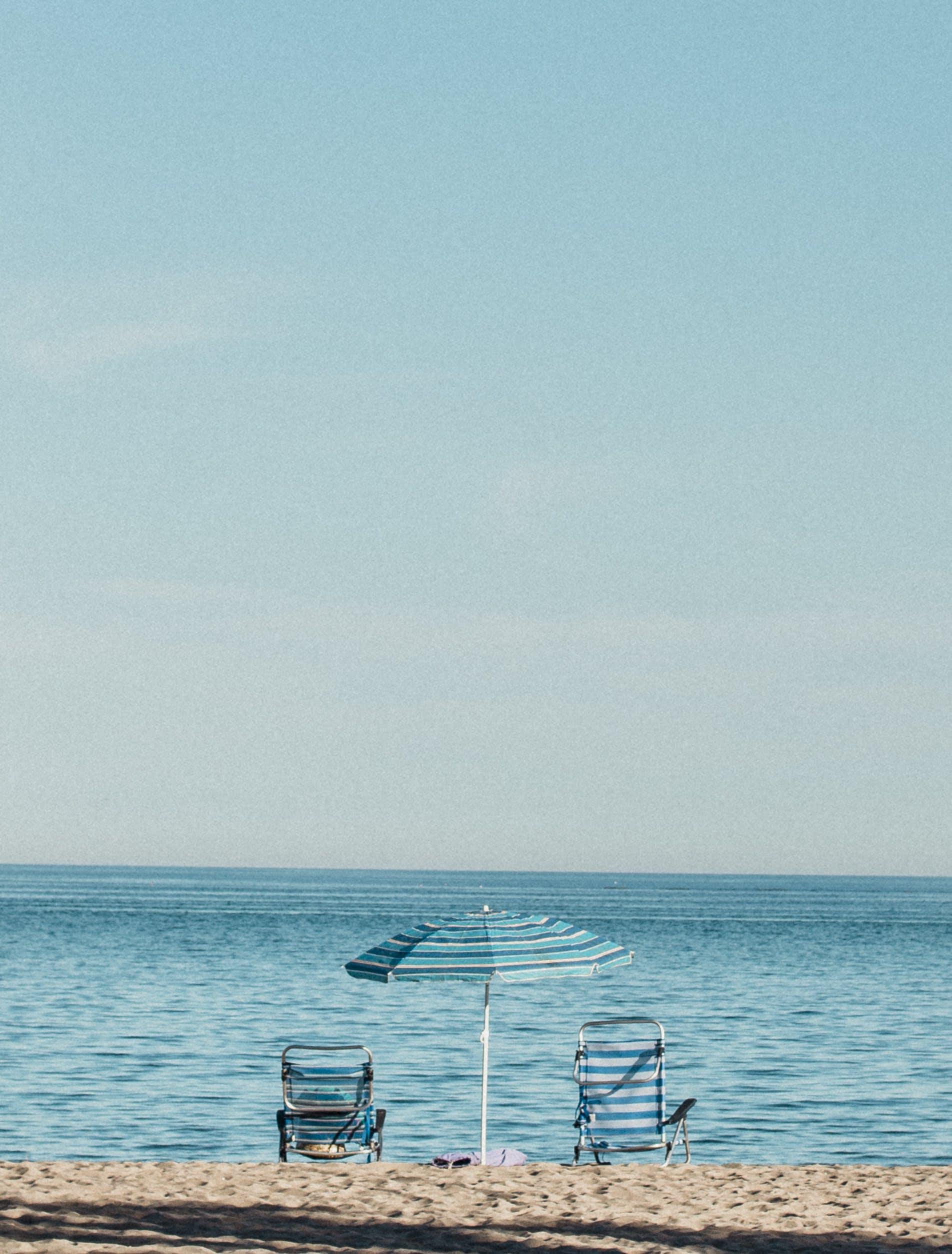 Kostenloses Stock Foto zu himmel, horizont, landschaftlich, liegestühle
