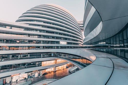 Бесплатное стоковое фото с архитектура, бизнес, выражение, город