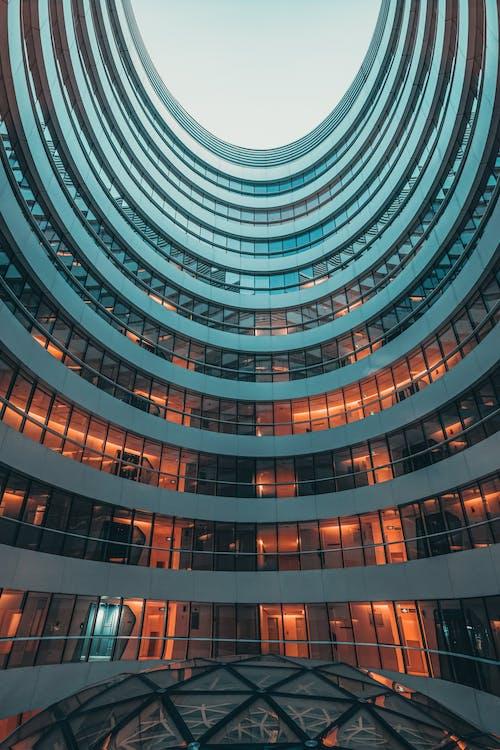 Бесплатное стоковое фото с архитектура, бизнес, выражение, геометрический