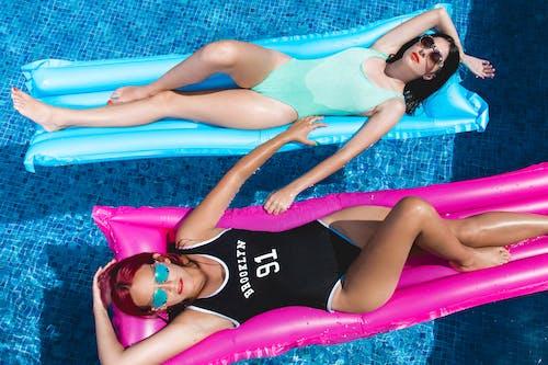 Fotos de stock gratuitas de adultos, agua, azul, bonita