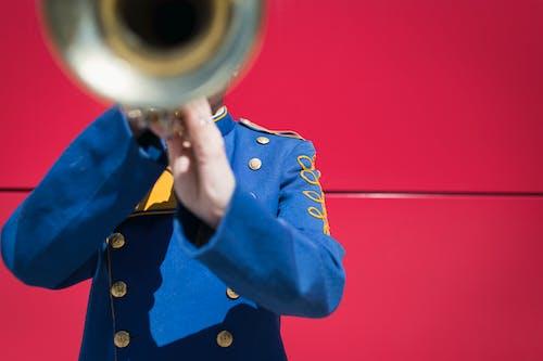 不露面, 制服, 喇叭, 樂器 的 免费素材照片