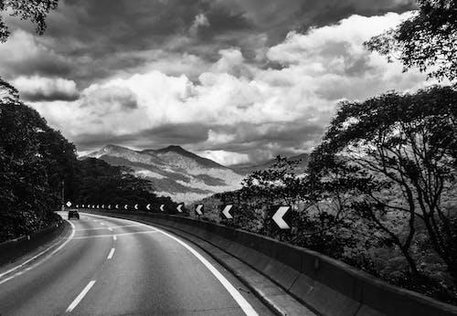 Kostenloses Stock Foto zu asphalt, auto, autobahn