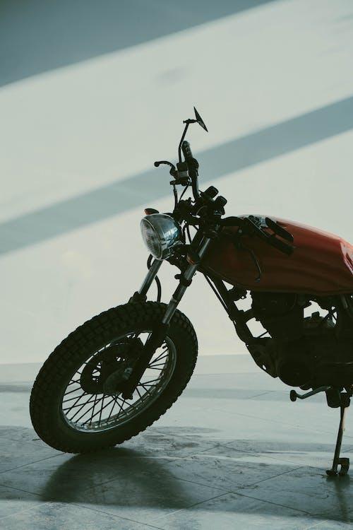 Immagine gratuita di azione, bicicletta, caferacer